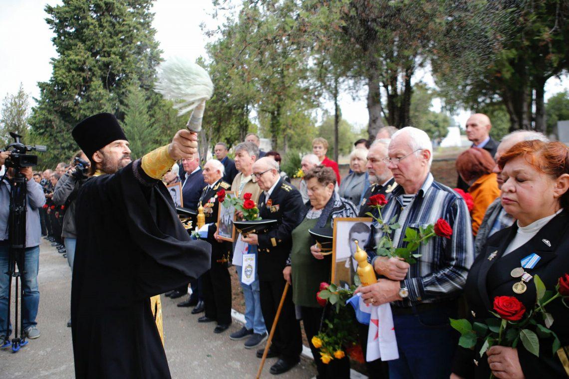 Панихида по погибшим подводника м на Братском кладбище г. Севастополь