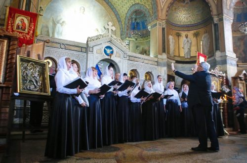 В Свято-Никольском храме-памятнике выступил концертный хор Покровского собора
