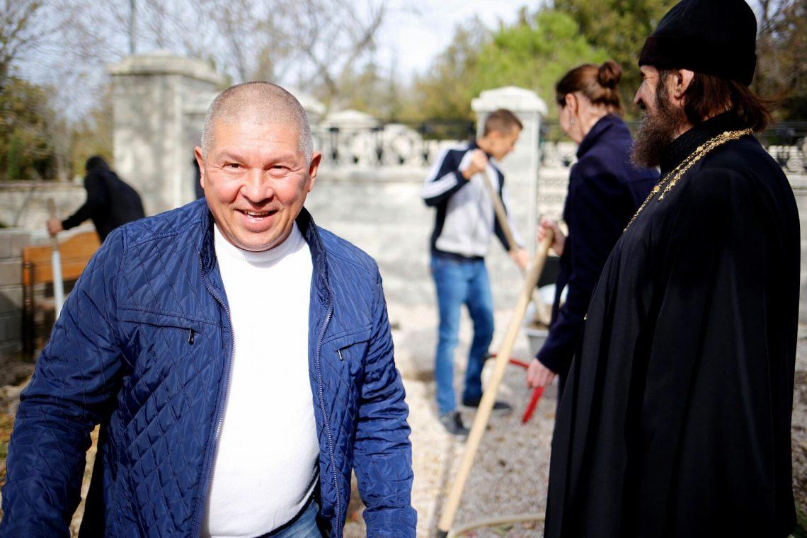 Субботник в Свято-Никольском храме-памятнике