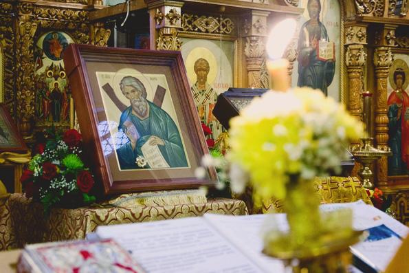 Молебен с акафистом перед иконой с мощами апостола Андрея Первозванного.